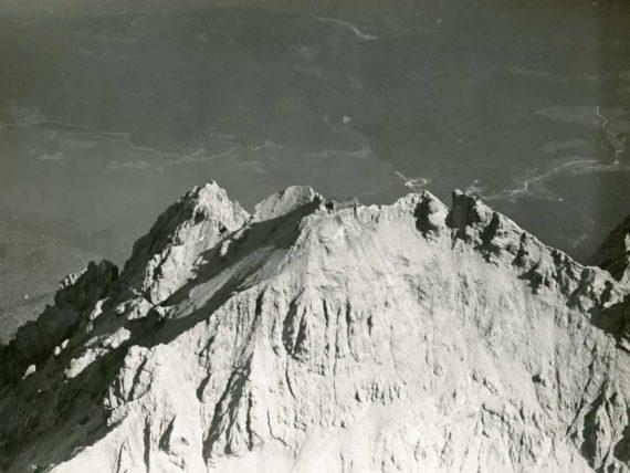 Zugspitze-Muenchner-Haus-Luftbild-1920-DAV-Archiv